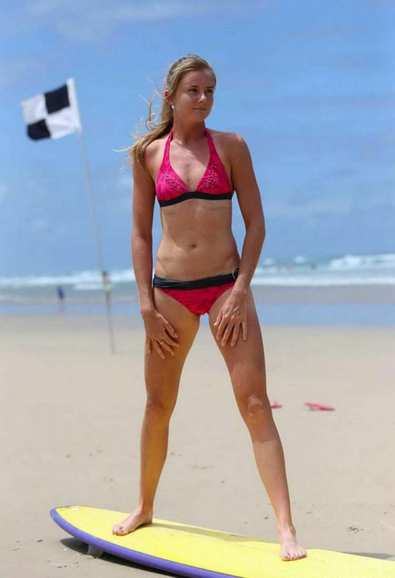 Photos Diverses - Page 2 Daniela%20Hantuchova%20in%20Bikini%20in%20Australia%20-07