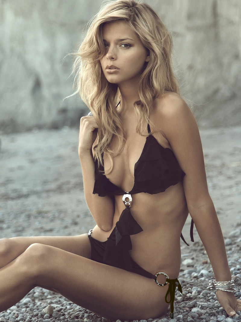 danielle knudson hot 10 bikini photos  07   gotceleb