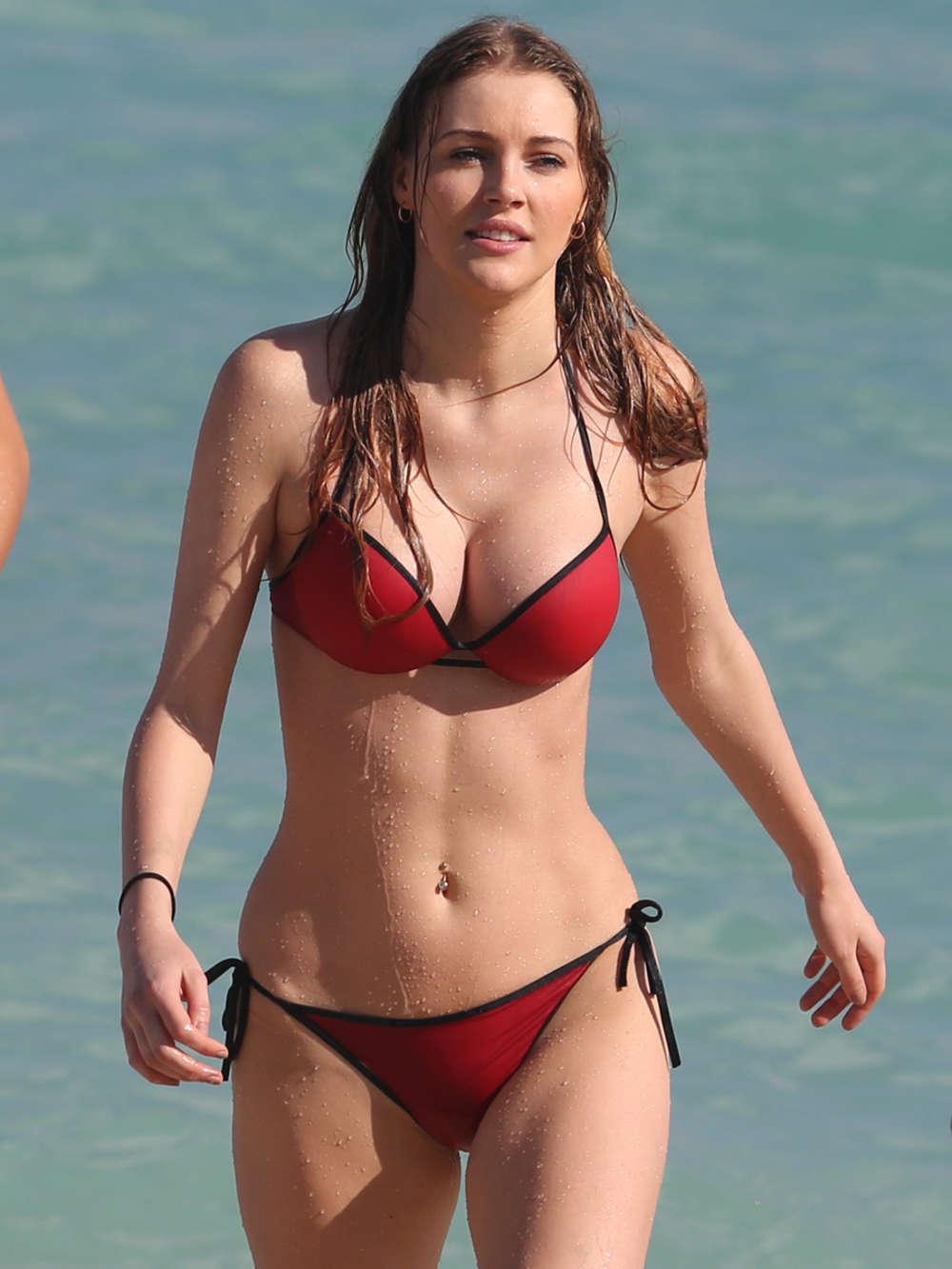 Kate hudson has so much fun in hawaii, she nearly loses her bikini bottom