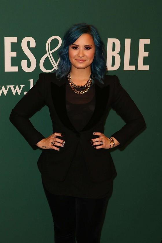 Demi Lovato – Book Signing at Barnes & Noble in LA