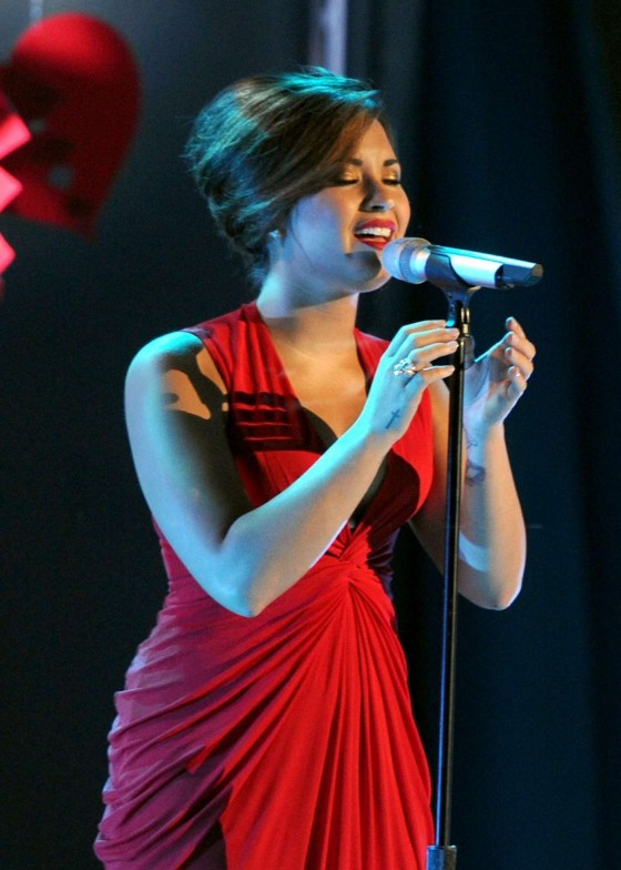 Demi Lovato – Cleaveage at 2011 Alma Awards