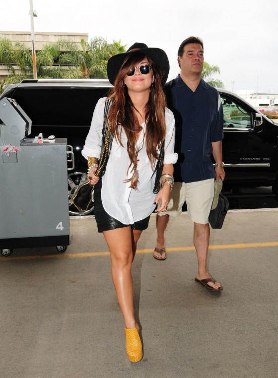 demi-lovato-leggy-candids-at-lax-airport-04