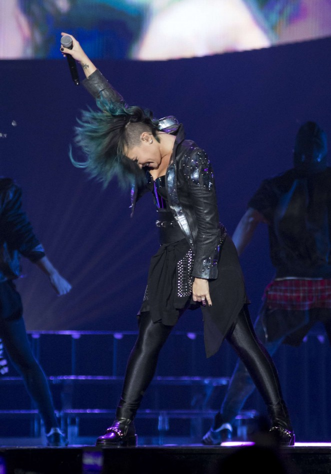 Demi Lovato - Neon Lights World Tour in Newark