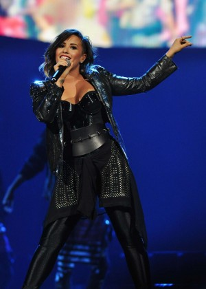 Demi Lovato - Neon Lights World Tour PNC Arena in Raleigh