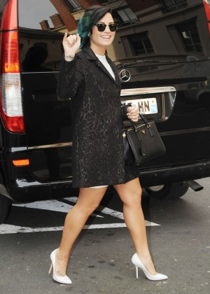 Demi Lovato in Short Cost Out in Paris