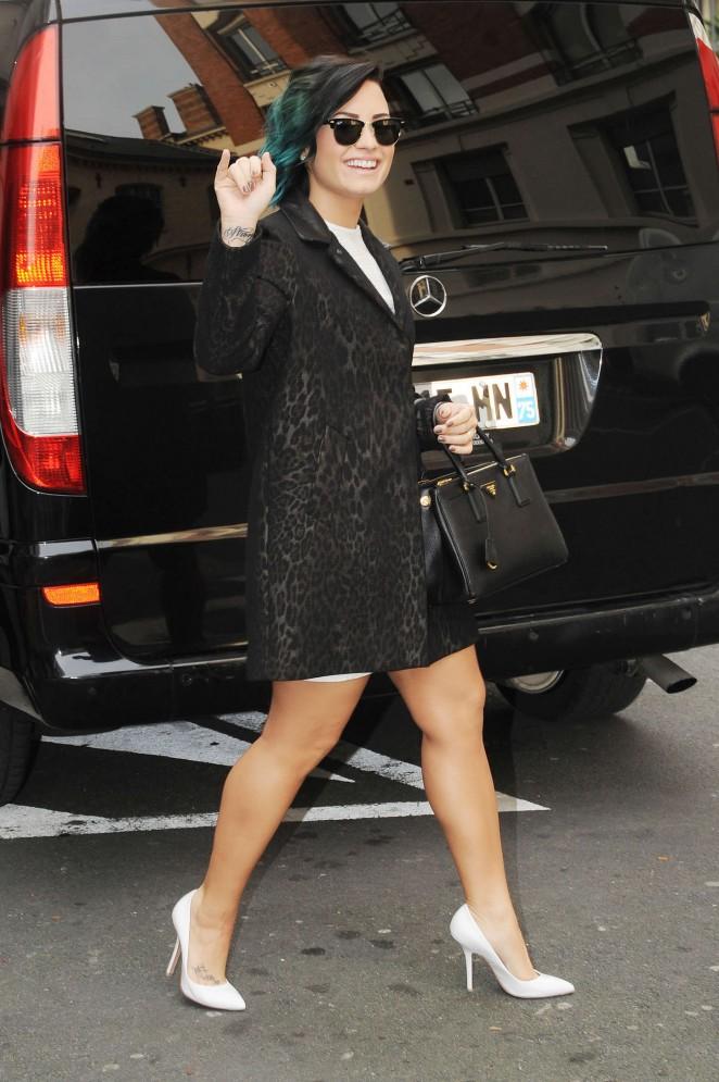 Demi Lovato in Short Cost Out in Paris