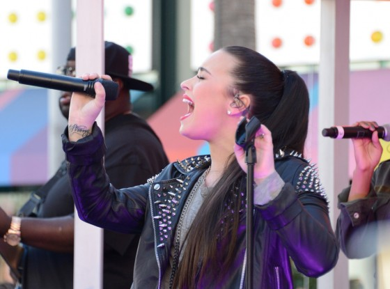 Demi Lovato – Performing at Topman Topshop -05