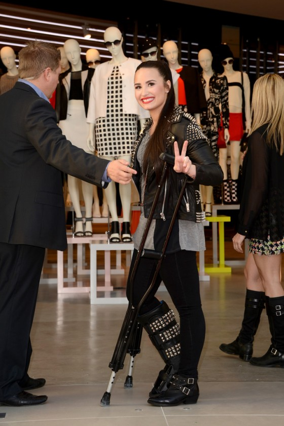 Demi Lovato – Performing at Topman Topshop -13