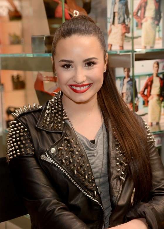 Demi Lovato – Performing at Topman Topshop -19