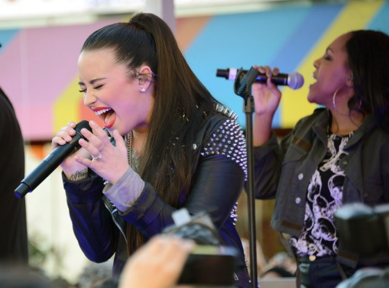 Demi Lovato – Performing at Topman Topshop -23