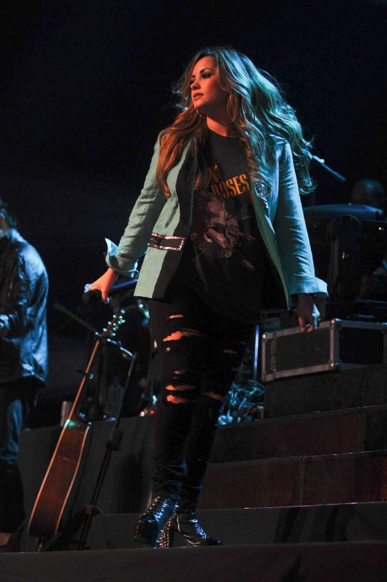 Demi Lovato – Performing in Buenos Aires