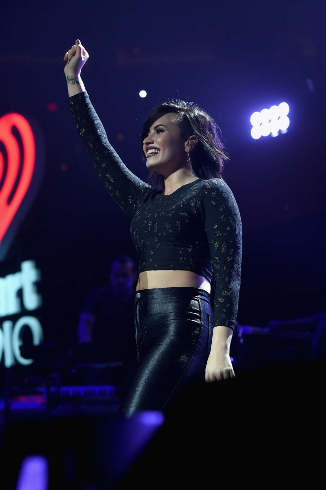 Demi Lovato – Performs at HOT 99.5's Jingle Ball 2014 in Washington