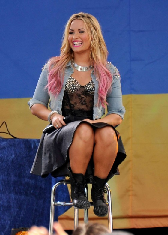 Demi Lovato – performs on Good Morning America – Central Park in NYC-03