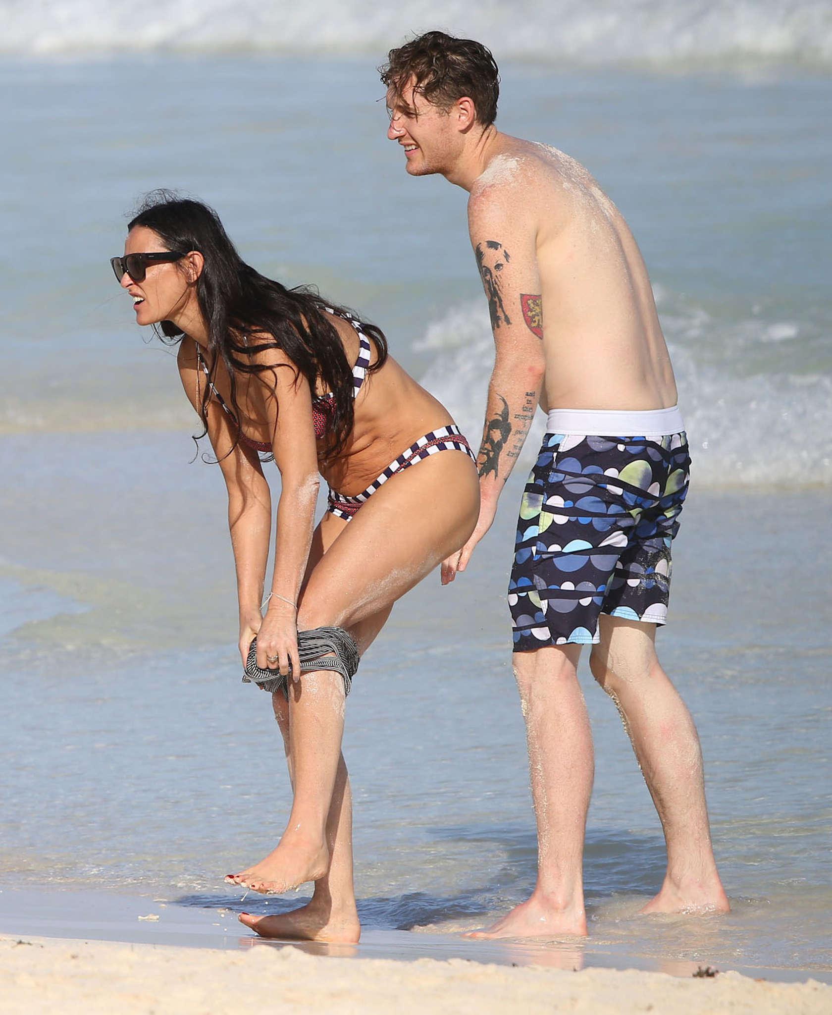 Demi moore bikini photos