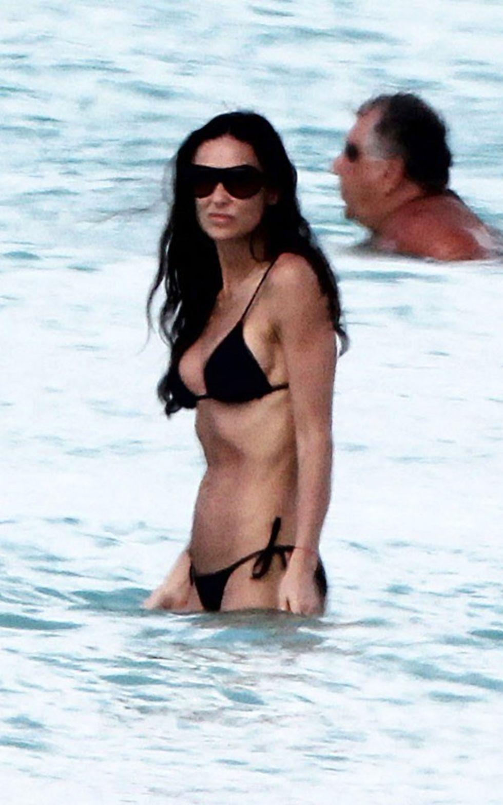Demi Moore In A Black Bikini In The Caribbean Gotceleb