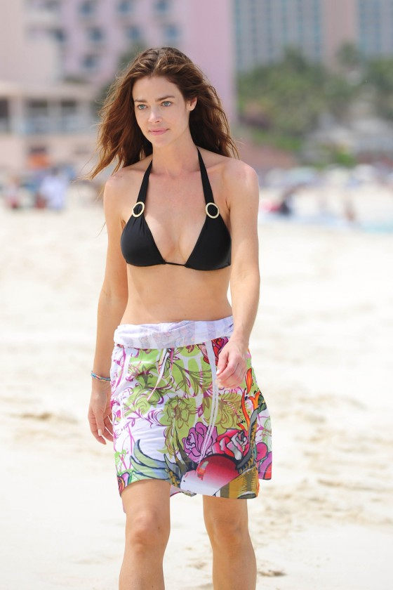 Denise Richards-01