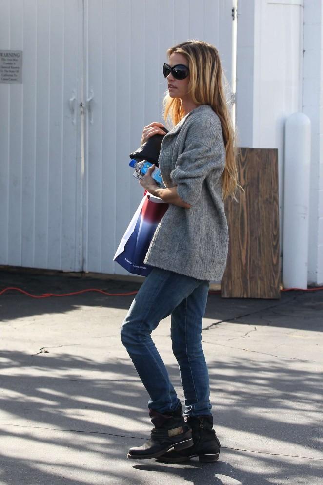Denise Richards in Jeans Shopping -02
