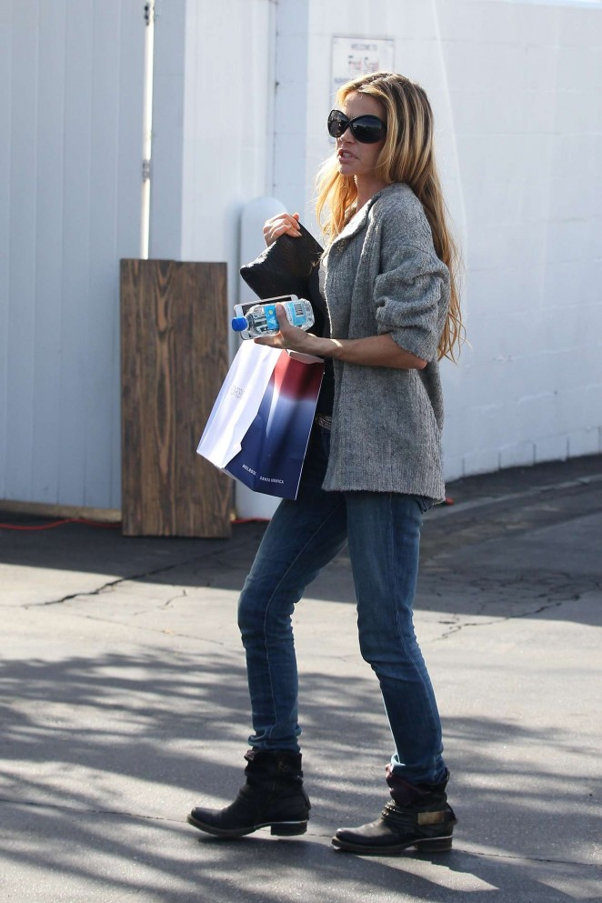 Denise Richards in Jeans Shopping -04