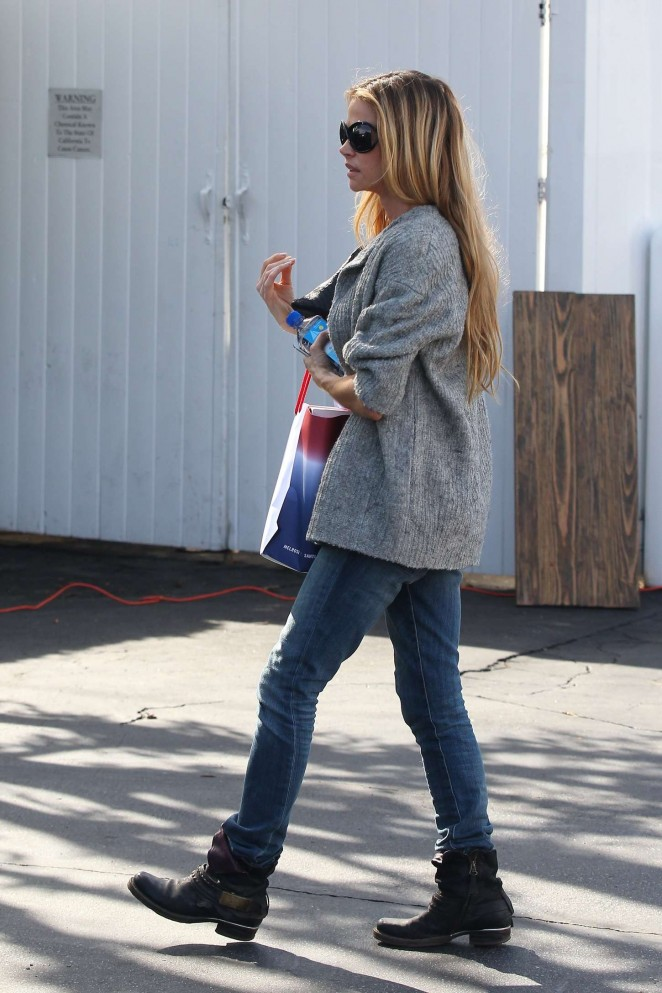 Denise Richards in Jeans Shopping -08