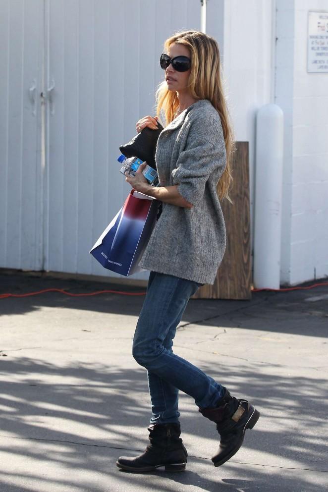 Denise Richards in Jeans Shopping -10