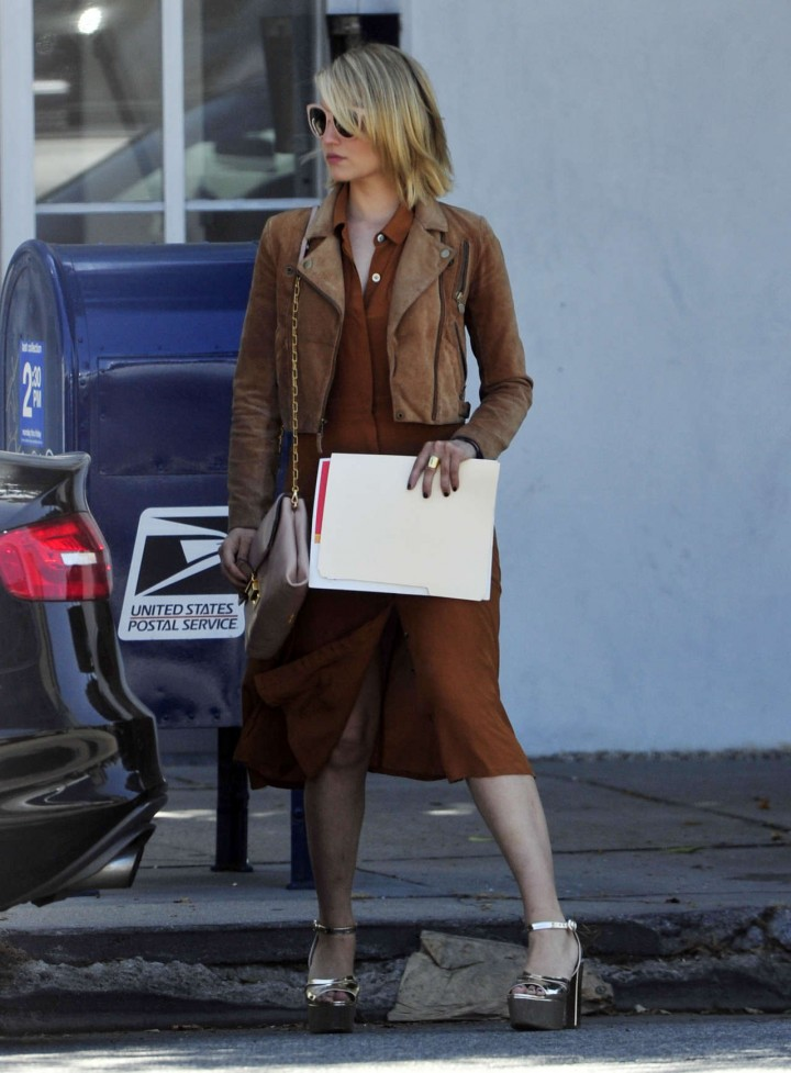Unique Dianna Agron Style  Shopping In New York City 4122016