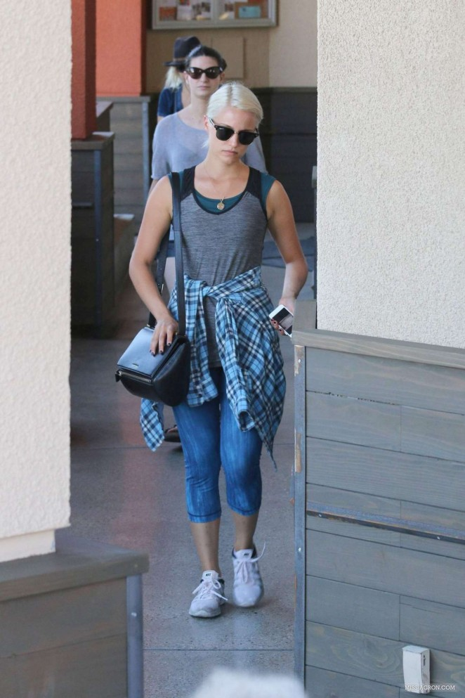 Dianna Agron in Jeans -10
