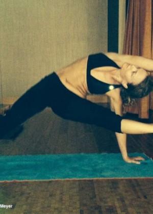 Dina Meyer Doing Yoga - Twitpic