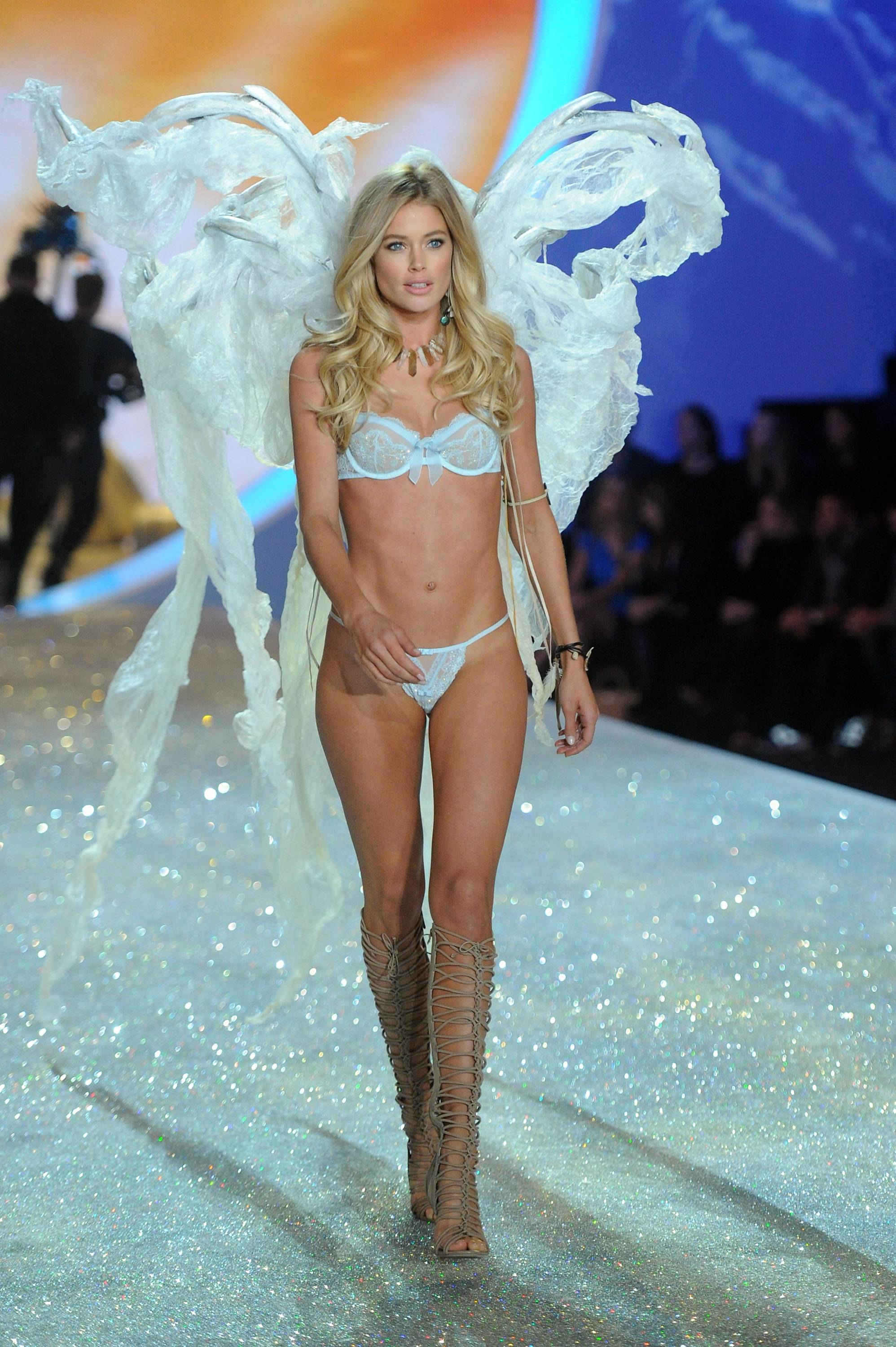 Doutzen Kroes Victorias Secret Fashion Show Runway 2013 02 Gotceleb