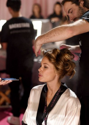 Doutzen Kroes - 2014 Victoria's Secret Show Backstage in London