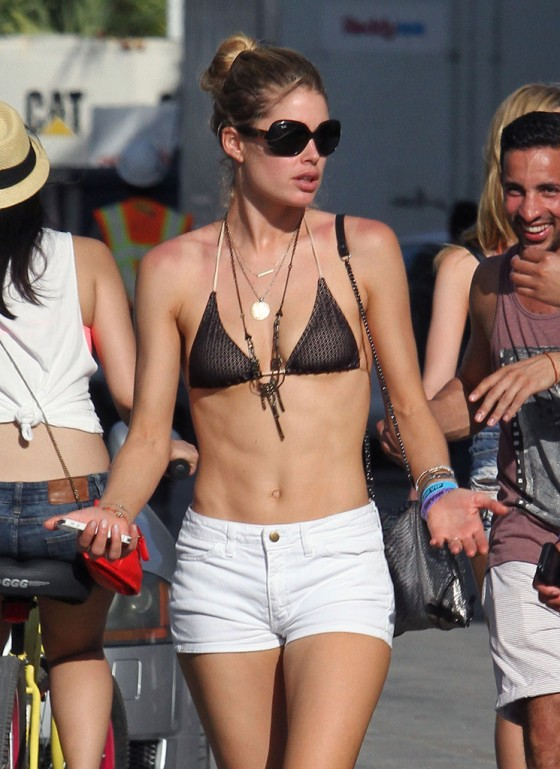 Doutzen Kroes – Bikin Top in Miami-07