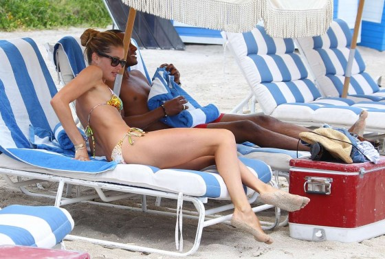 Doutzen Kroes – Hot Bikini In Miami-38