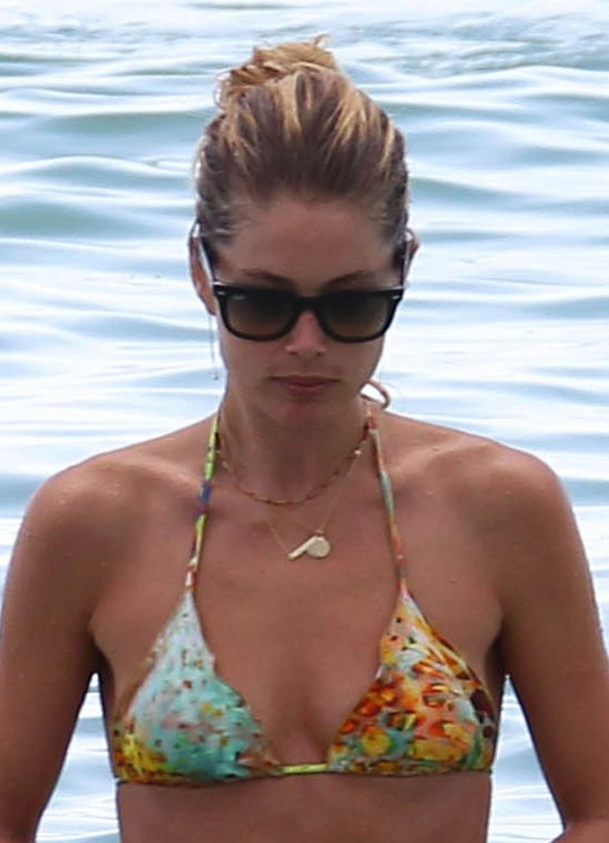 Doutzen Kroes – Hot Bikini In Miami-43