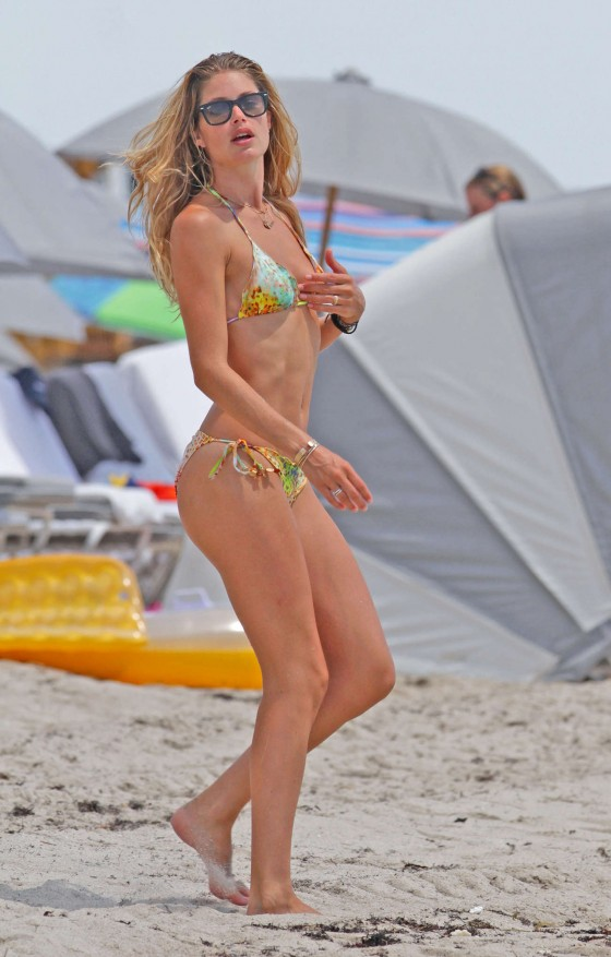Doutzen Kroes – Hot Bikini In Miami-47