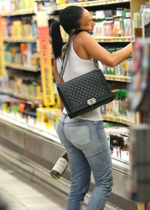 Draya Michele in Tight Jeans - Shopping in LA