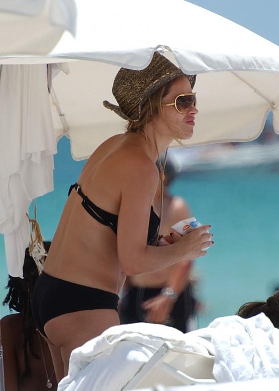 elen-rivas-black-bikini-candids-on-miami-beach-02