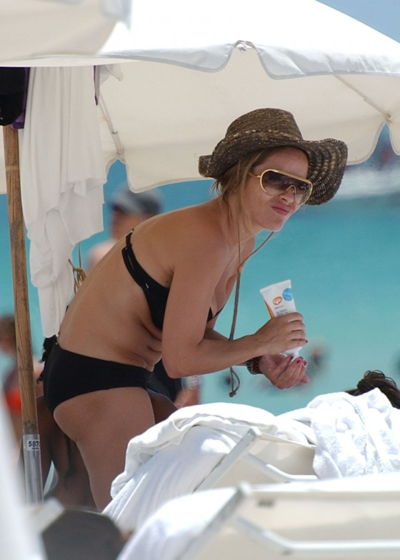 elen-rivas-black-bikini-candids-on-miami-beach-06