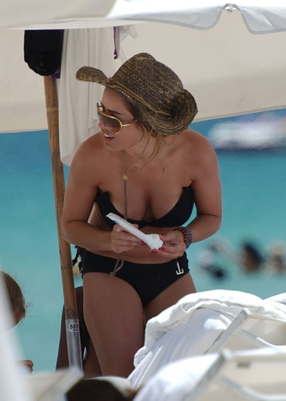 elen-rivas-black-bikini-candids-on-miami-beach-08