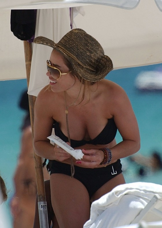 elen-rivas-black-bikini-candids-on-miami-beach-10
