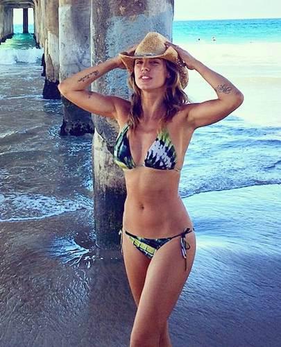 Elisabetta Canalis in Bikini a Manhattan Beach - Instagram