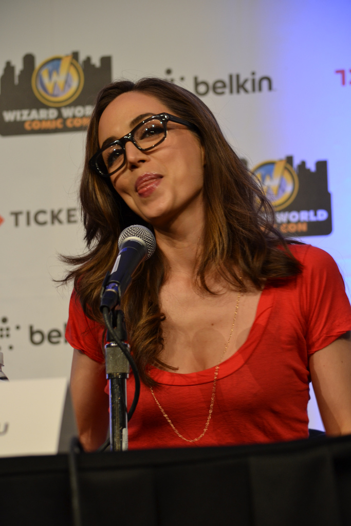 Eliza Dushku wearing geeky glasses - Wizard world Con in New Orleans - Day Panel 2012 Mixed Q