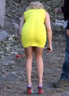 Elizabeth Banks - Looking Hot in yellow dress-02