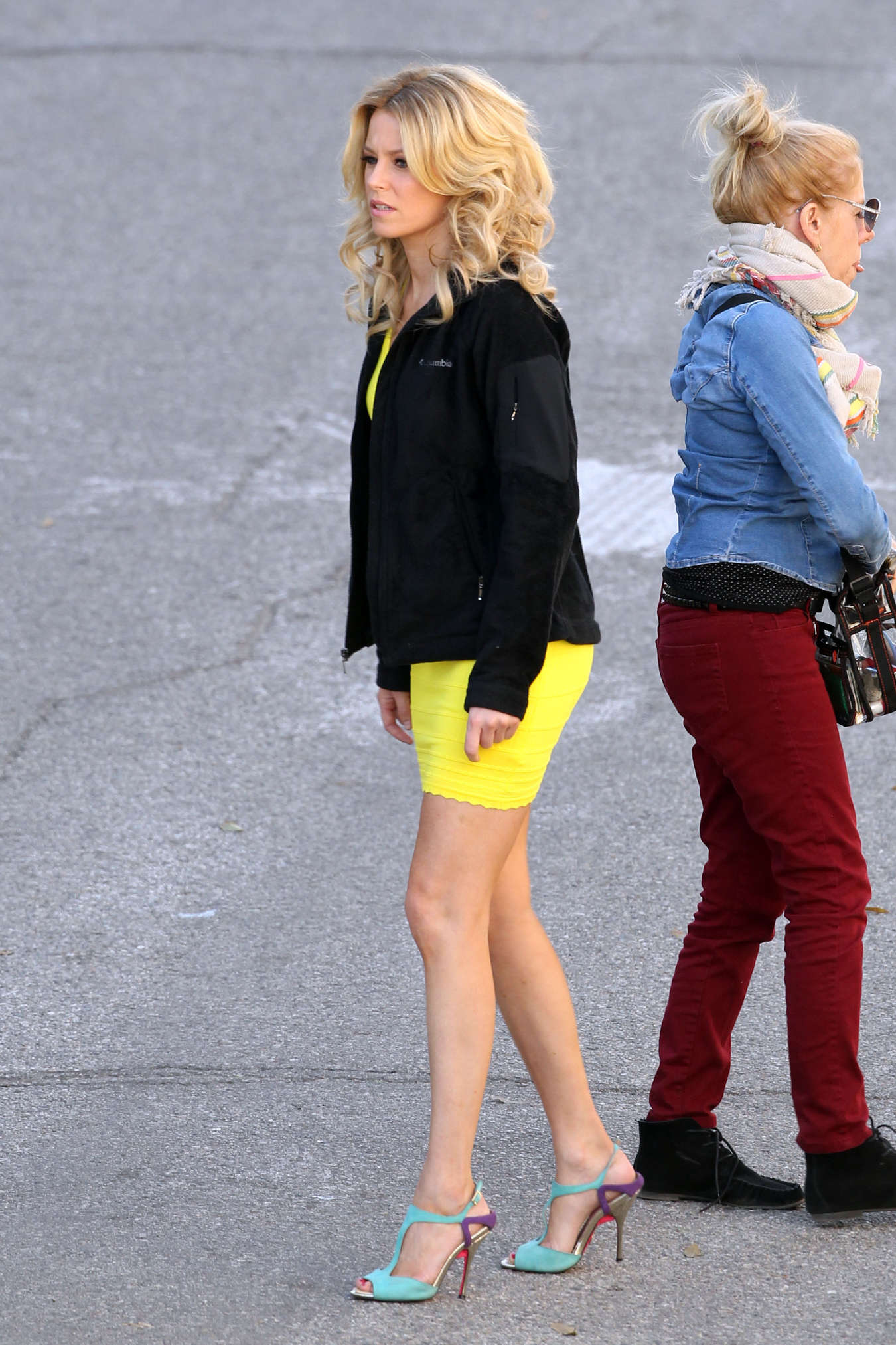 Elizabeth Banks Filming Walk Shame Yellow Dress Jpg Pictures to pin on ...