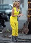 Elizabeth Banks - Looking Hot in yellow dress-20