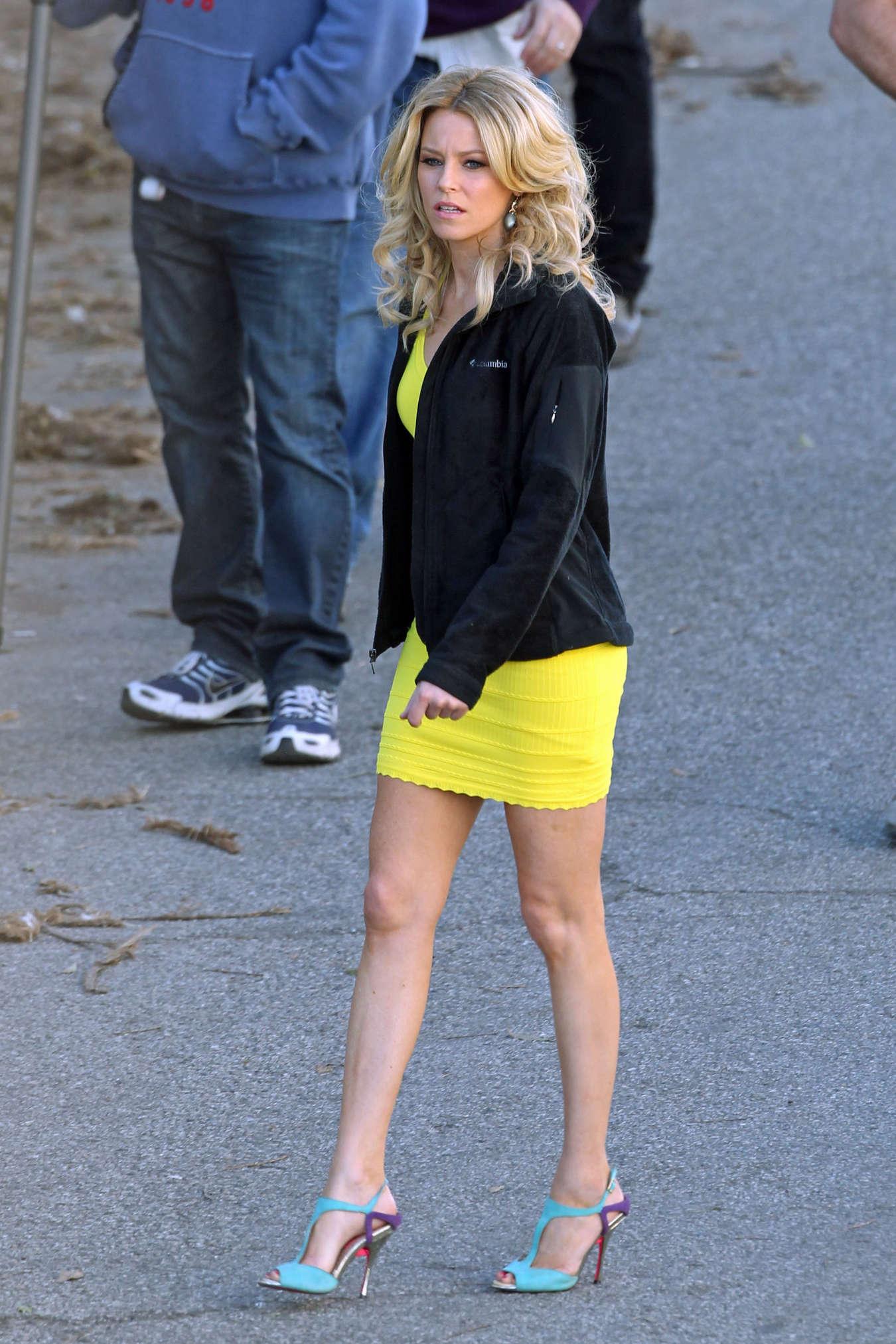 Elizabeth Banks - Looking Hot in yellow dress-22 - GotCeleb