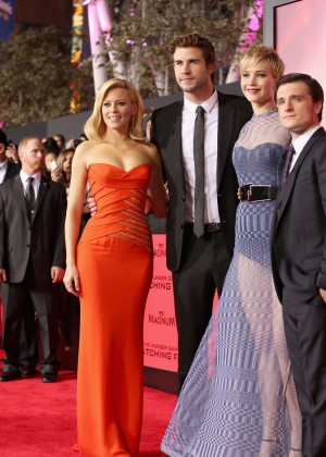 Elizabeth Banks - The Hunger Games: Catching Fire Premiere -13
