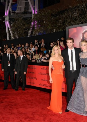 Elizabeth Banks - The Hunger Games: Catching Fire Premiere -25
