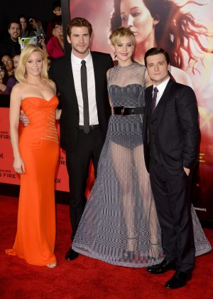 Elizabeth Banks - The Hunger Games: Catching Fire Premiere -34