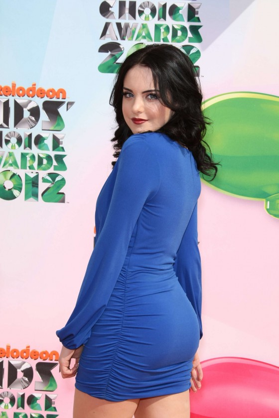 Elizabeth Gillies at Kids Choice Awards