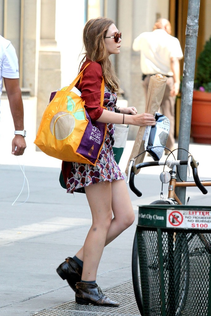 "Elizabeth Olsen - On the set of ""Very Good Girls"" - New York"