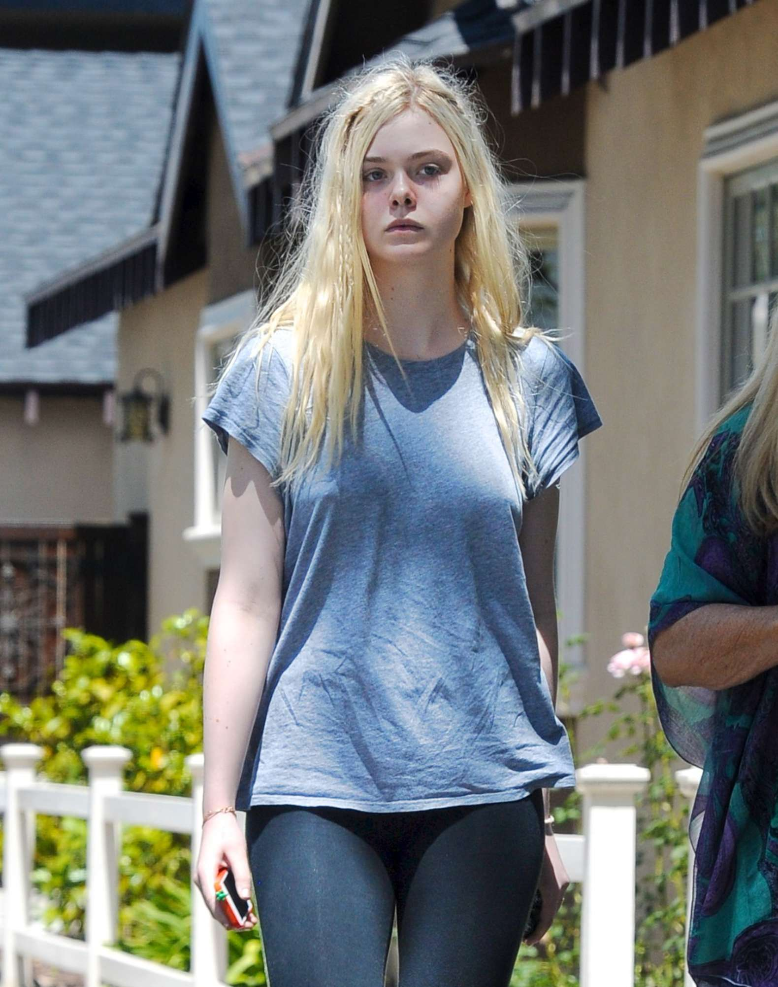 Back to post Elle Fanning – out in Studio City